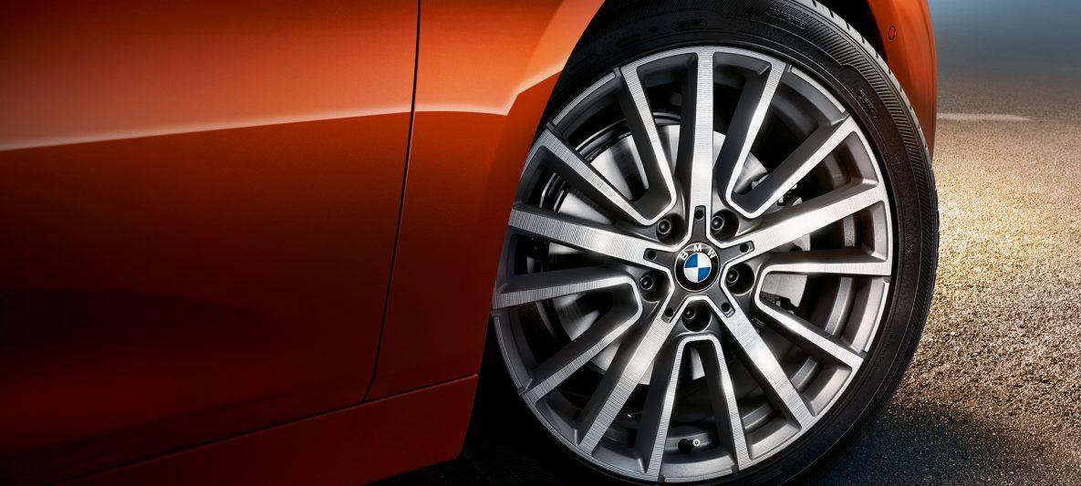 Felge BMW 2er Active Tourer F45 Facelift 2018 Sunset Orange metallic Nahaufnahme Rad