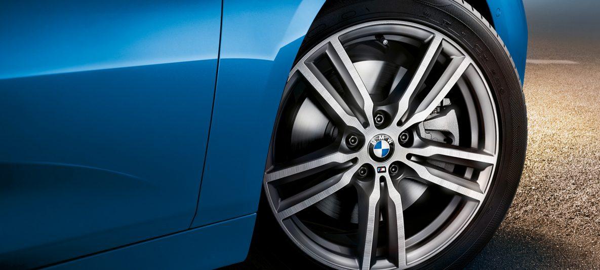 Leichtmetallräder BMW 2er Gran Tourer F46 Facelift 2018 Estoril Blau metallic Nahaufnahme
